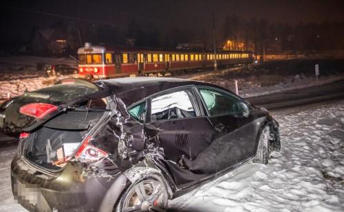 Wypadek na przejeździe kolejowym. Pociąg zderzył się z samochodem...