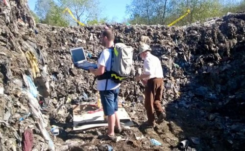 """Wykopaliska na śmietniku w Choczni. Burmistrz: """"Georadar wykrył..."""
