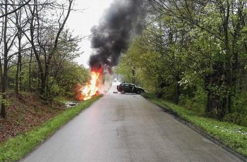 Dzwon na lokalnej drodze. Bus stanął w płomieniach