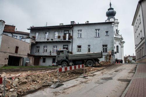 Zburzyli mur i ulica wygląda już inaczej