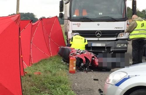 Tragedia w Zygodowicach. Nie żyje motocyklista, który wpadł pod...
