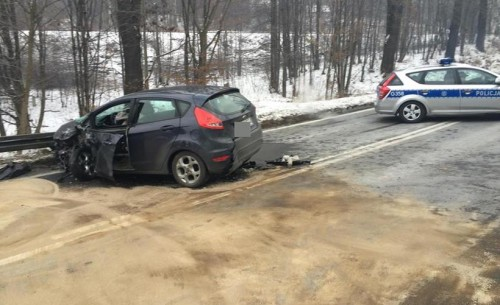 Czołówka na drodze krajowej w Barwałdzie. Jedna osoba poszkodow...