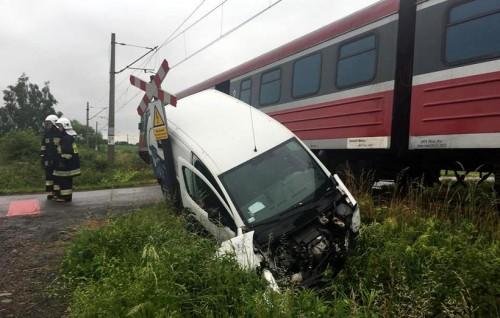 Przeżył kraksę z pociągiem. Kierowca: