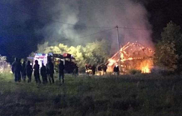 Tragedia w Mucharzu. Mężczyzna zginął w pożarze domu, policja bada...