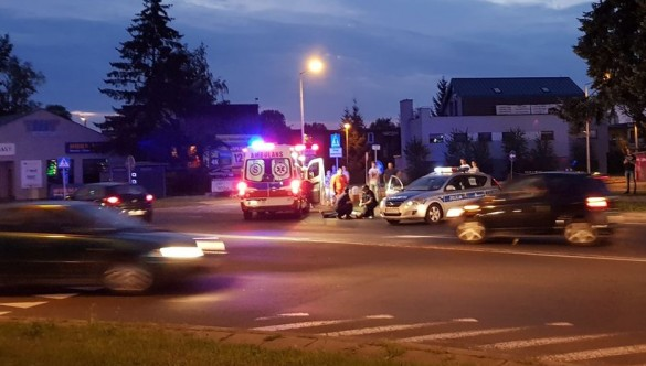 Pomogli mężczyźnie, który leżał na ulicy.