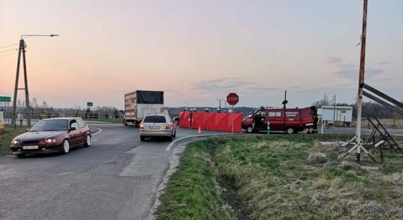 Tragedia na drodze krajowej w Choczni. Nie żyje 25-letni mężczyzna,...