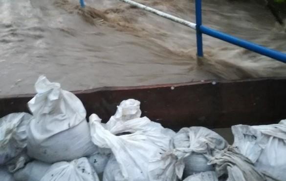 Pogotowie powodziowe w całym powiecie, jest decyzja starosty. Skawa...