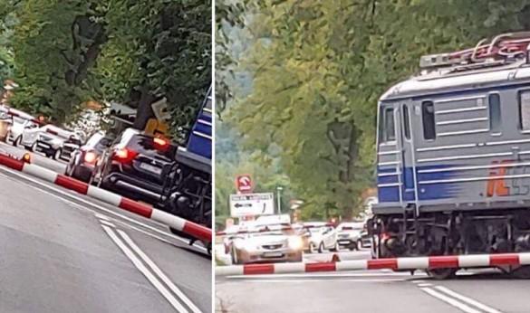 Myśleli, że zdążą, ale nie zdążyli? Dwóch kierowców w niebezpieczeństwie...