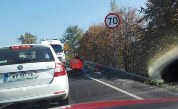 Tragedia na drodze w Kalwarii. Rowerzysta odnaleziony na poboczu...