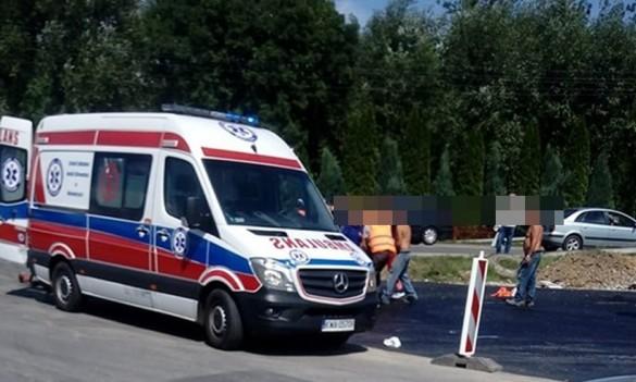 Samochód uderzył w pracownika budowlanego. Utrudnienia w ruchu na...