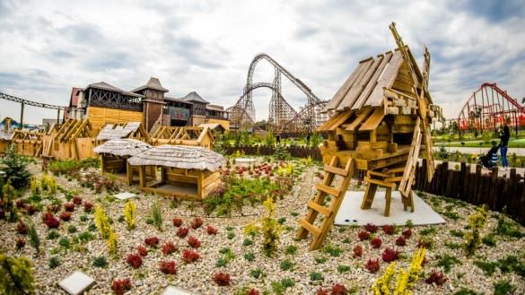 Energylandia gotuje się na jesień. 70 ton dyń, 7 tysięcy kwiatów...