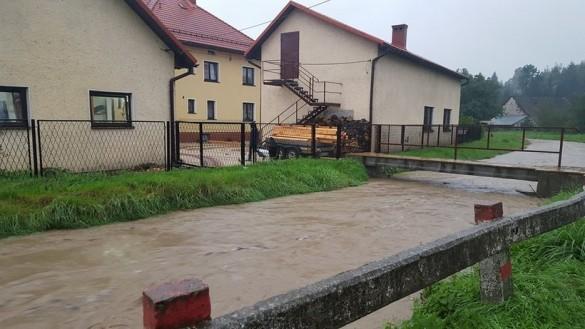 Uwaga, coraz więcej wody w powiecie! Potoki już wylewają