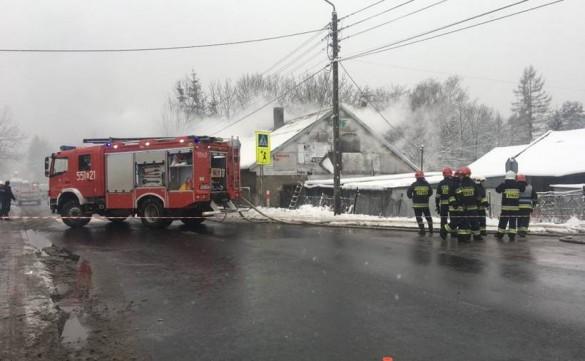 Duży pożar budynku na wyjeździe z Wadowic. Utrudnienia w ruchu na...