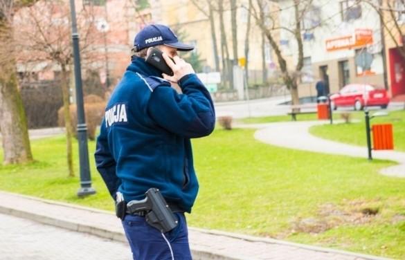 42-latek chciał zgwałcić kobietę, ale... policjanci szybko wybili...