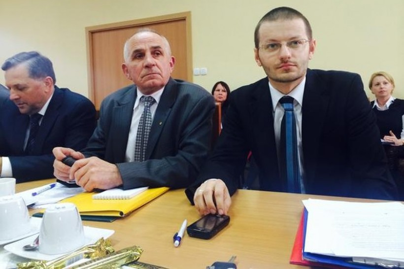 Na czele powiatu stanie młody polityk PiS Bartosz Kaliński, po lewej wicestarosta Andrzej Górecki