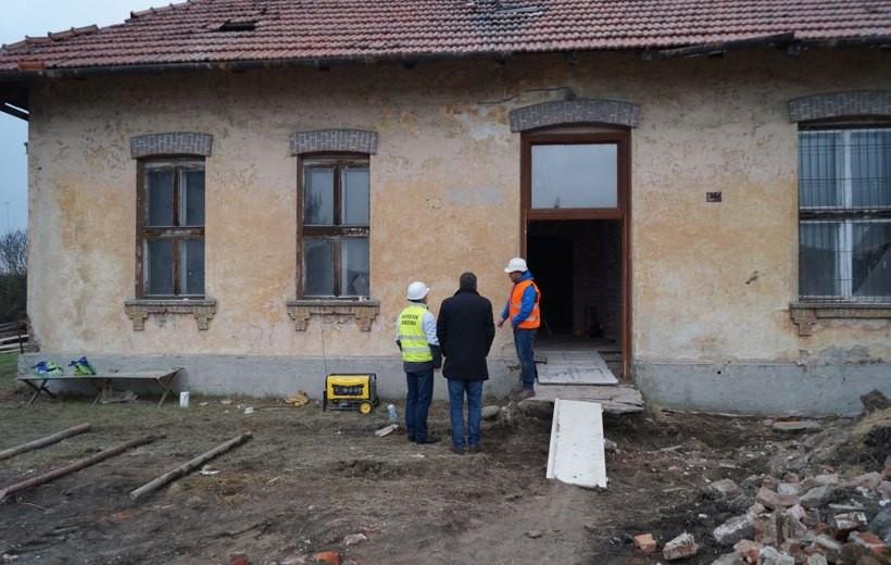 Remont starej szkoły w Łączanach