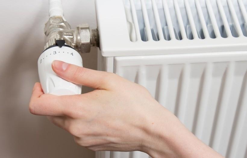 """Grzejniki odkręcone, a w mieszkaniach zimno? """"Skąd i dlaczego tak się dzieje i jak to jest naliczane?"""""""