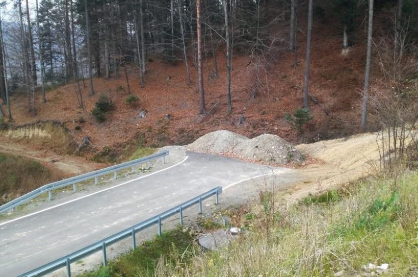 """Droga """"awaryjna"""" wobec DK 28 w Zagórzu na razie kończy się w lesie"""