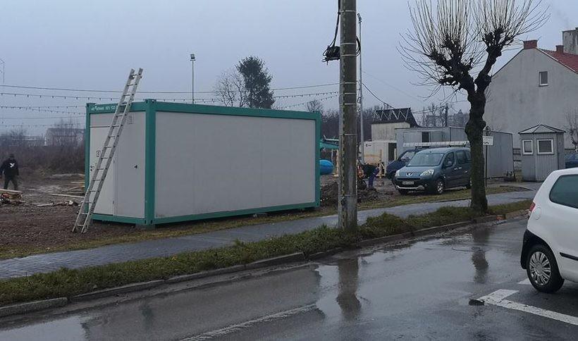 Przy ul. Sienkiewicza w Wadowicach budowane jest lodowisko