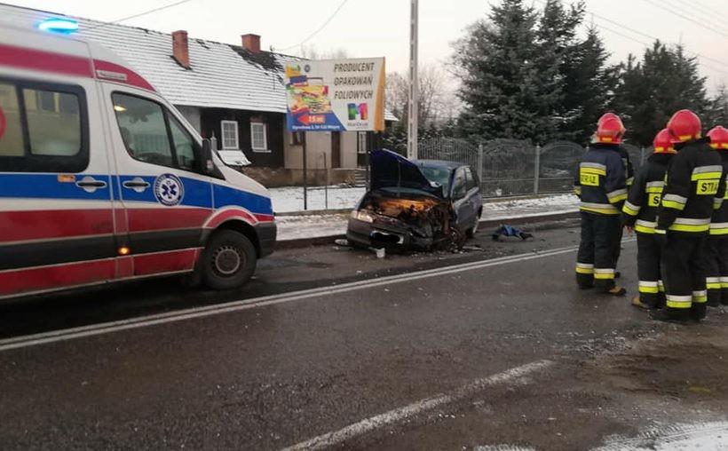 W niedzielę (16.12) w Wieprzu zderzyły się 2 samochody