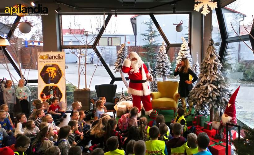 Apilandia ciągle się rozwija, do Kleczy ściągają dzieciaki i dorośli. Ostatnio spotkali się z Mikołajem