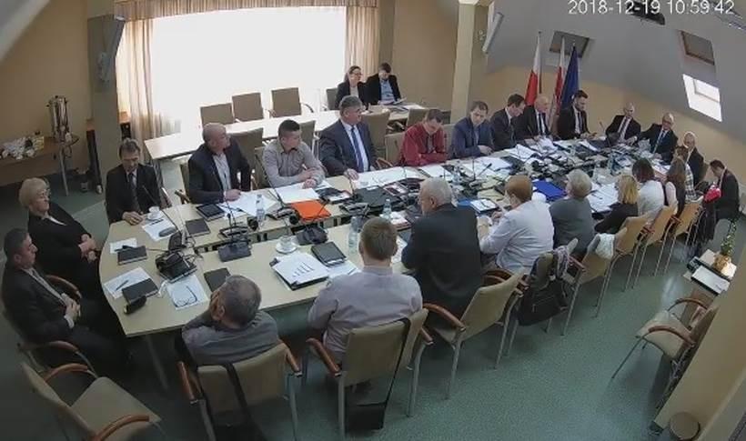Radni zdecydowali na sesji o podwyżkach