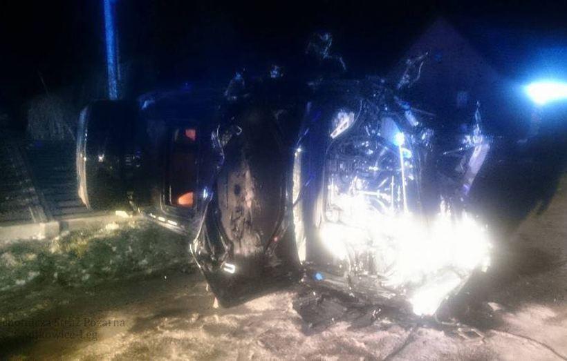 Poważny wypadek w Targanicach. Kierowca BMW z stanie poważnym trafił do szpitala