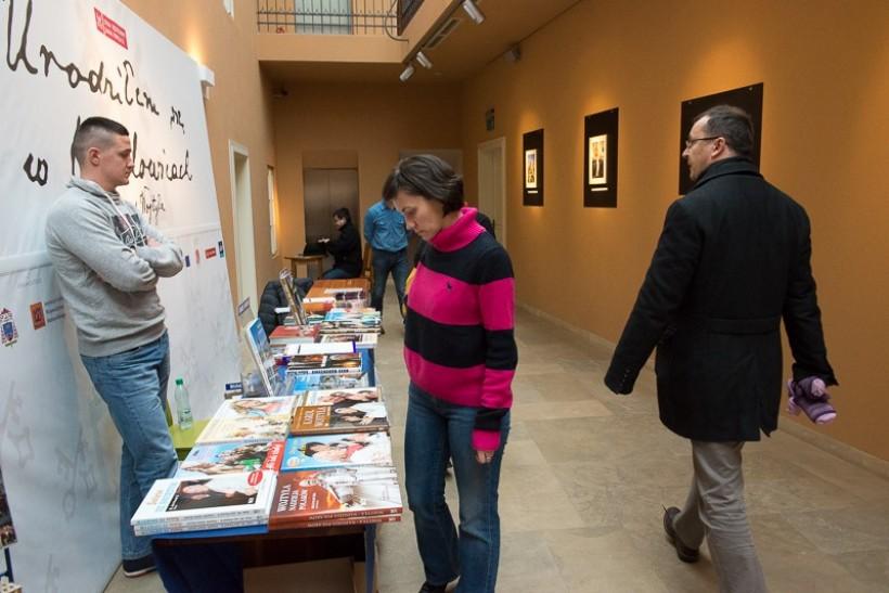 Muzeum papieskie zorganizowało świąteczny kiermasz ksiażki
