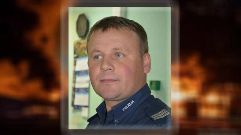 Policjanci chwalą kolegę. Bohater, który uratował 60-latka z płonącego domu w Mucharzu