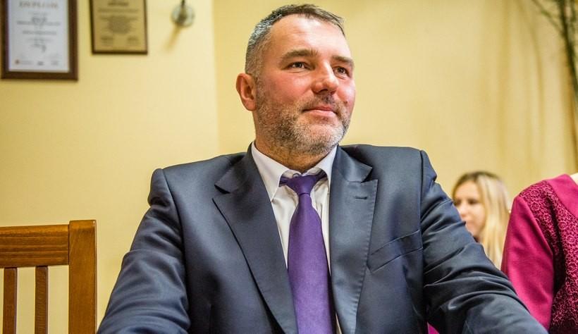 Wojciech Polak ma 45 i z wykształcenia jest geodetą