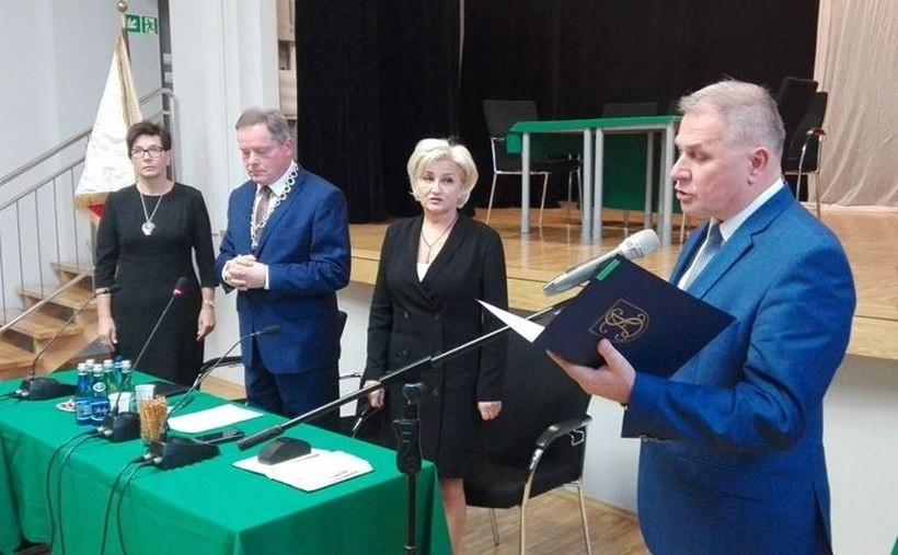 Sesja Rady Andrychowa i zaprzysiężenie burmistrza. Na zdjęciuTomasz Żak, Krzysztof Kubień, Dorota Magiera i Alicja Studniarz