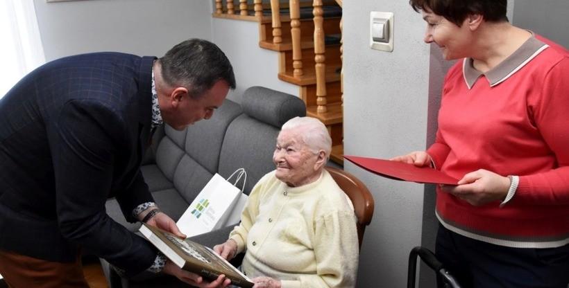 Pani Anna jest najstarszą mieszkanką Spytkowic. Właśnie skończyła 101 lat