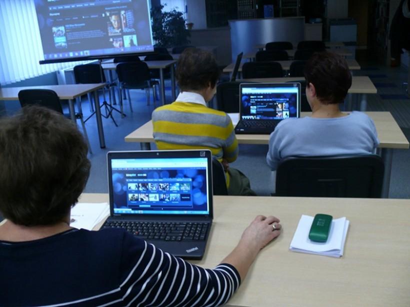Dzięki zajęciom seniorzy nauczyli się wyszukiwać w sieci potrzebne informacje, zdjęcia i materiały video