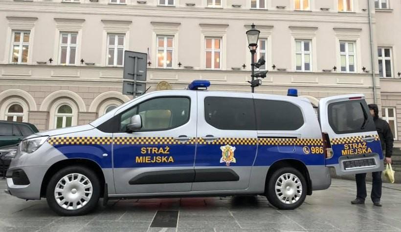 Nowy samochód straży miejskiej