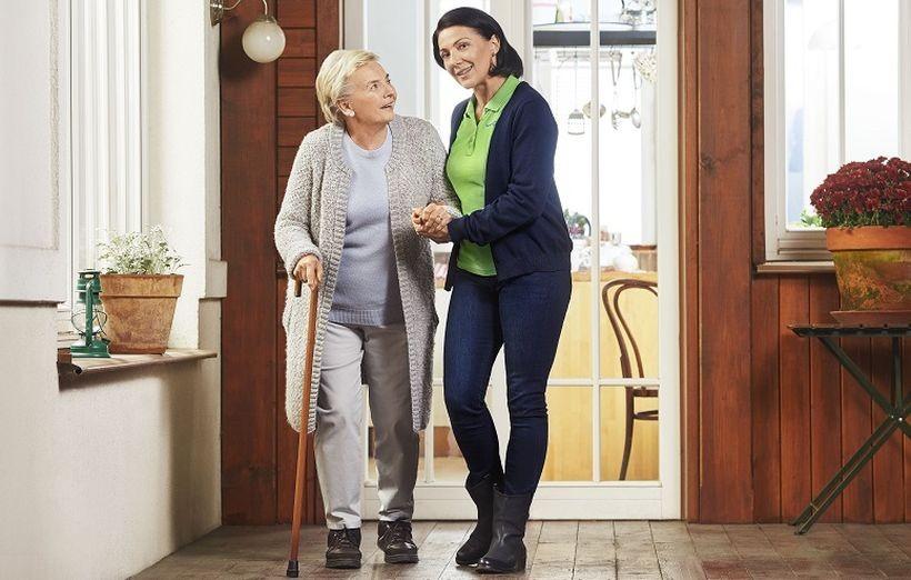 Poznaj nowy zawód z przyszłością (nie tylko dla młodych) – opiekun osób starszych