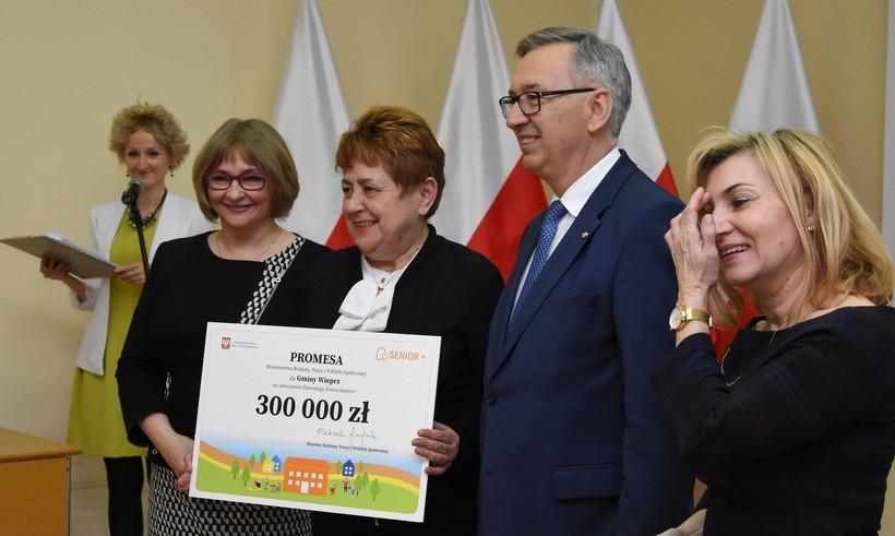 Wieprz otrzymał największa dotację w naszym powiecie. Promessę odebrała w Krakowie wójt Małgorzata Chrapek