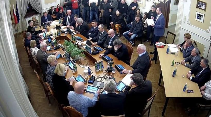 Dramat burmistrza Andrychowa, radni nie chcą pozwolić mu na MOSKiT. Kryta pływalnia zagrożona?