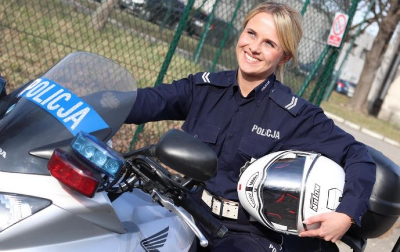 Taka akcja w Internecie, komenda pokazała zdjęcia. Kobiece twarze małopolskiej policji