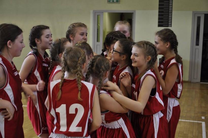 Duży sukces młodych koszykarek  z Kleczy Dolnej. Wygrały turniej i awansowały do wojewódzkich finałów