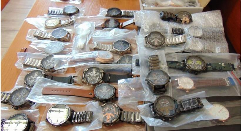 Kupowaliście od niego markowe zegarki? To podróbki, policja rozpoczyna śledztwo