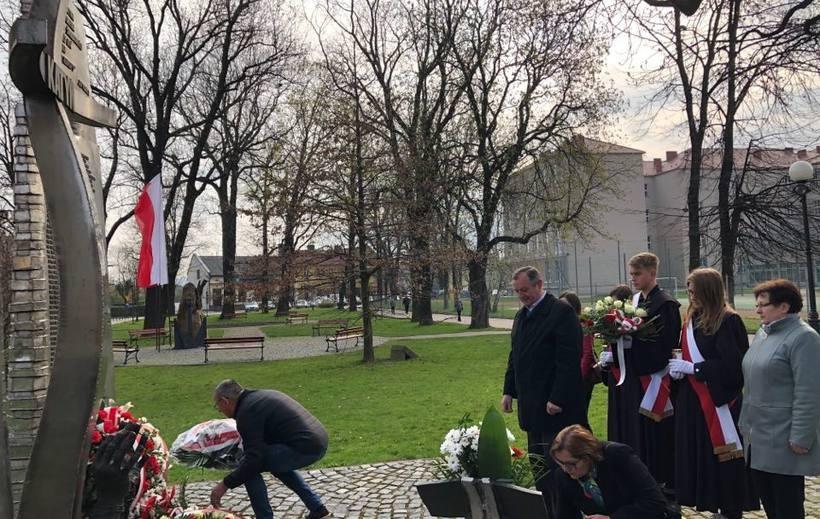 W Wadowicach upamiętniono dwie rocznice. O Katyniu i Smoleńsku pod jednym pomnikiem
