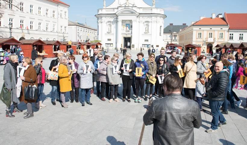 Protest nauczycieli na wadowickim rynku