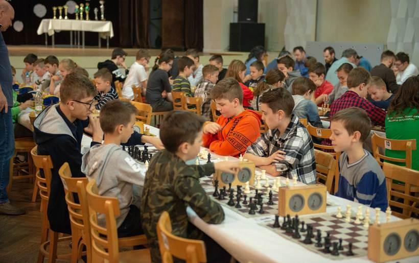 Szach-mat w Andrychowie. Dziesiątki zawodników na turnieju szachowym