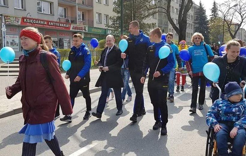 Niebieski marsz przejdzie ulicami Andrychowa po raz drugi. Każdy może się dołączyć
