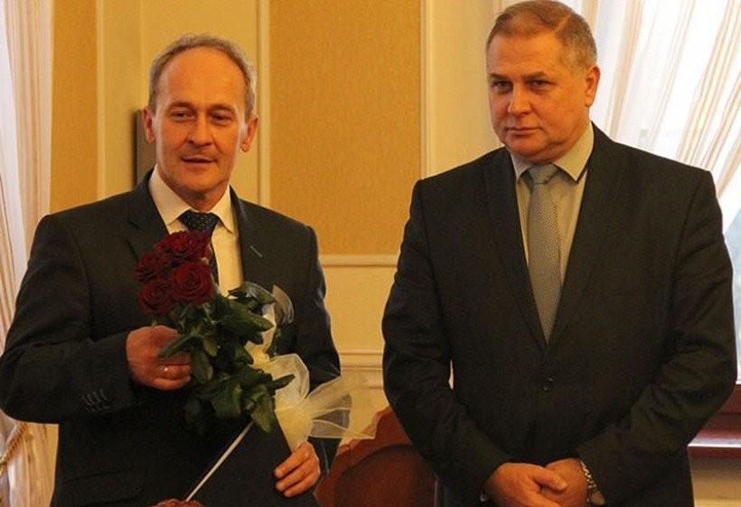 Mirosław Wasztyl, zastępna burmistrza (po lewej), to chyba najlepiej nagradzany urzędnik w powiecie wadowickim