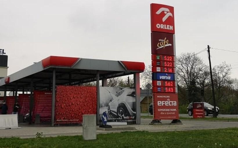 W sobotę (27.04) w Wadowicach cena PB95 niemal na wszystkich stacjach była równa