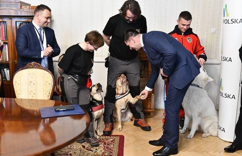 Małopolska znalazła kasę dla psich ratowników