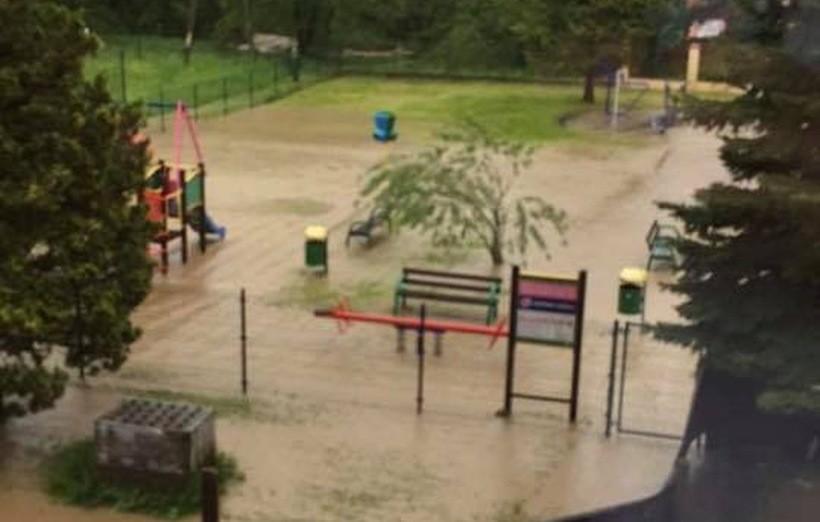 Woda podeszła bardzo blisko szkoły w Barwałdzie