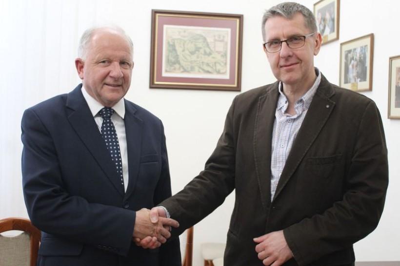 """Augustyn Ormanty i Mirosław Krzyszkowski. Jego najbardziej znaną produkcja, której był reżyserem jest film """"Pilecki""""."""