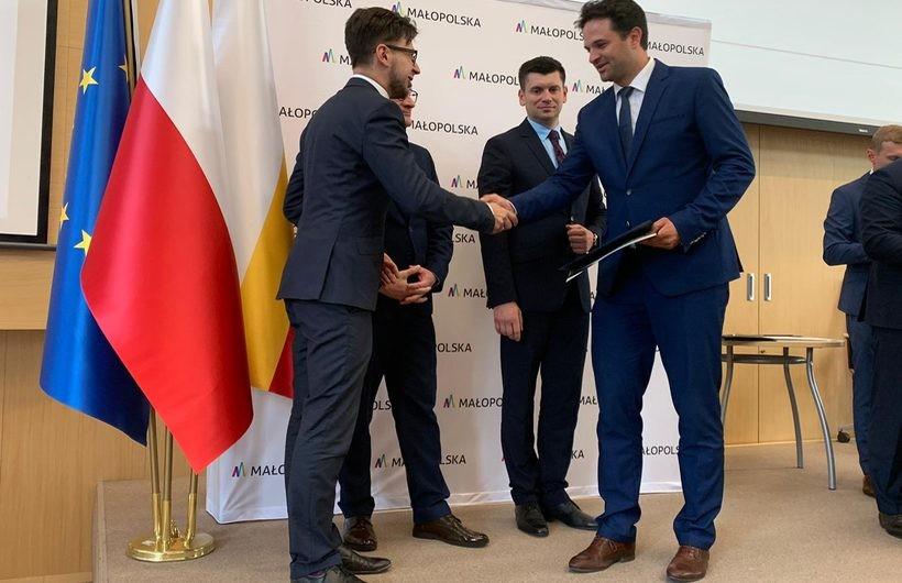 Ponad jeden milion złotych trafi do gmin powiatu wadowickiego na remonty dróg